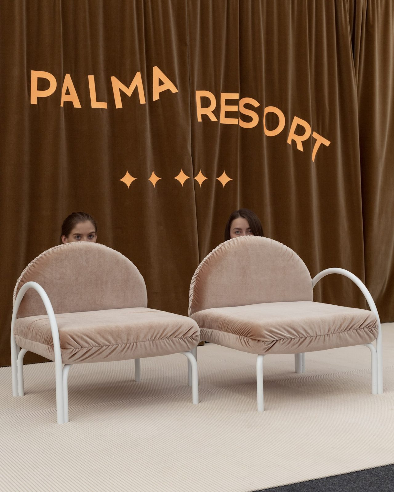 resort collection palma de alma fait revivre les ann es 90 huskdesignblog. Black Bedroom Furniture Sets. Home Design Ideas
